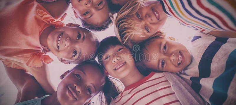 Portret die van schoolkinderen wirwar vormen royalty-vrije stock fotografie