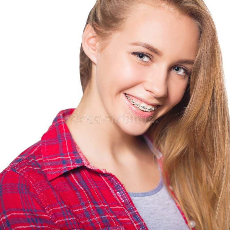 Portret die van tienermeisje tandsteunen tonen royalty-vrije stock foto's