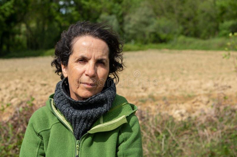 Portret dojrzała kobieta, wiatr w włosach obraz stock