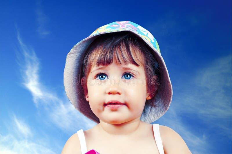 Portret dosyć błękitnooka dziewczyna w kapeluszu fotografia royalty free