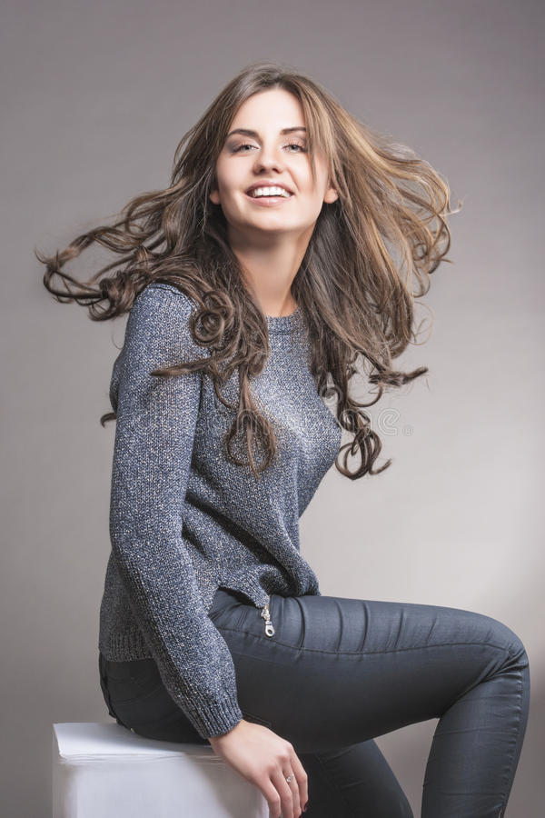 Portret Dosyć Kaukaska brunetki kobieta zdjęcia royalty free