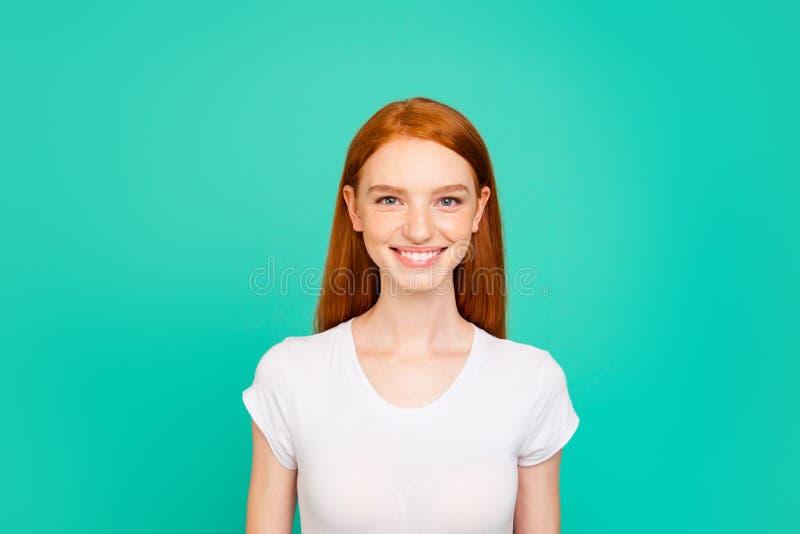 Portret dosyć, marzycielski, atrakcyjny, czarujący, urocza dama my zdjęcia royalty free