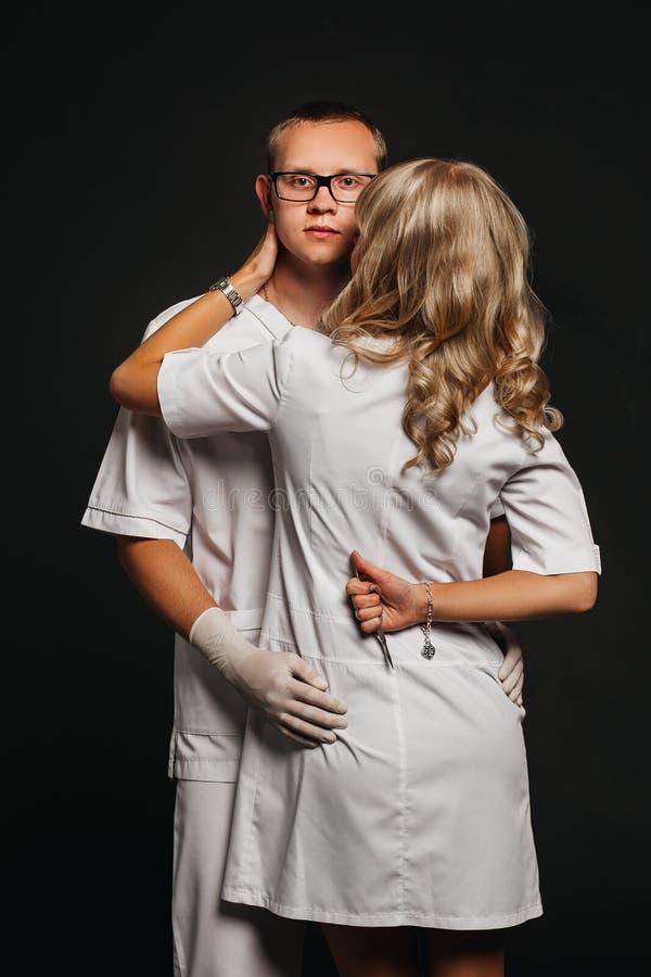 Portret dwa lekarki jest ubranym bielu mundur obrazy royalty free