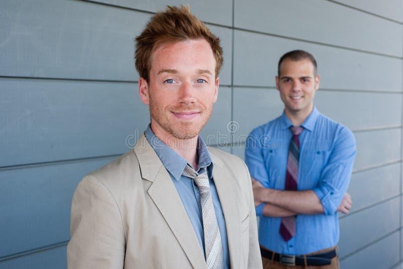 Portret dwa młodego przystojnego biznesmena zdjęcie royalty free