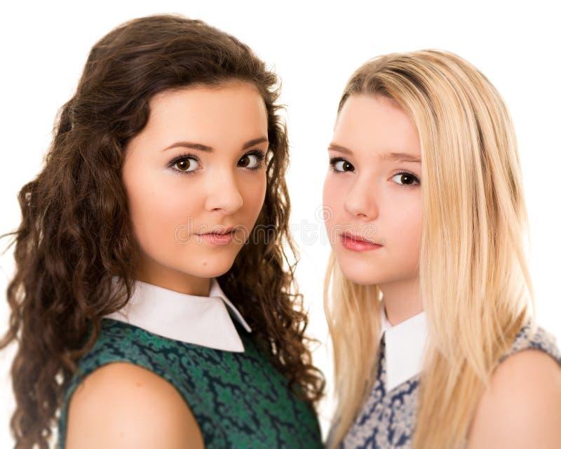 Portret dwa pięknej nastoletniej siostrzanej dziewczyny obraz royalty free