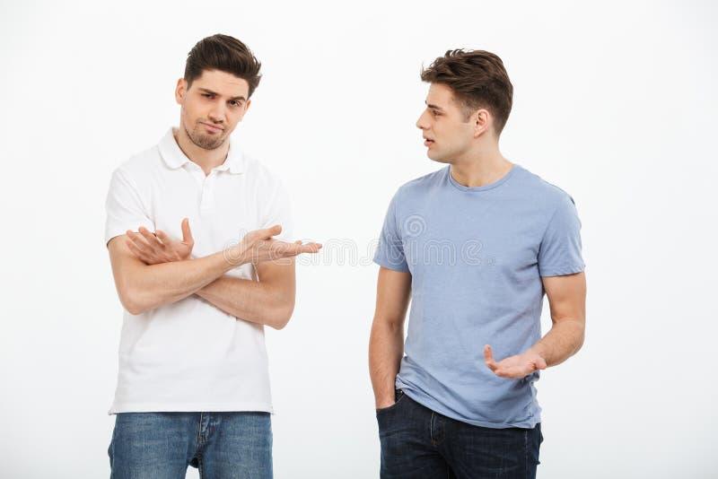 Portret dwa rozczarowanego młodego człowieka obraz stock