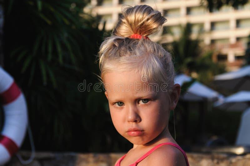 Portret dziewczyna basenem troszkę obraz stock