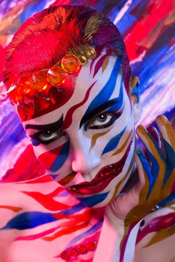 Portret dziewczyna malował z barwionymi atramentami fotografia stock