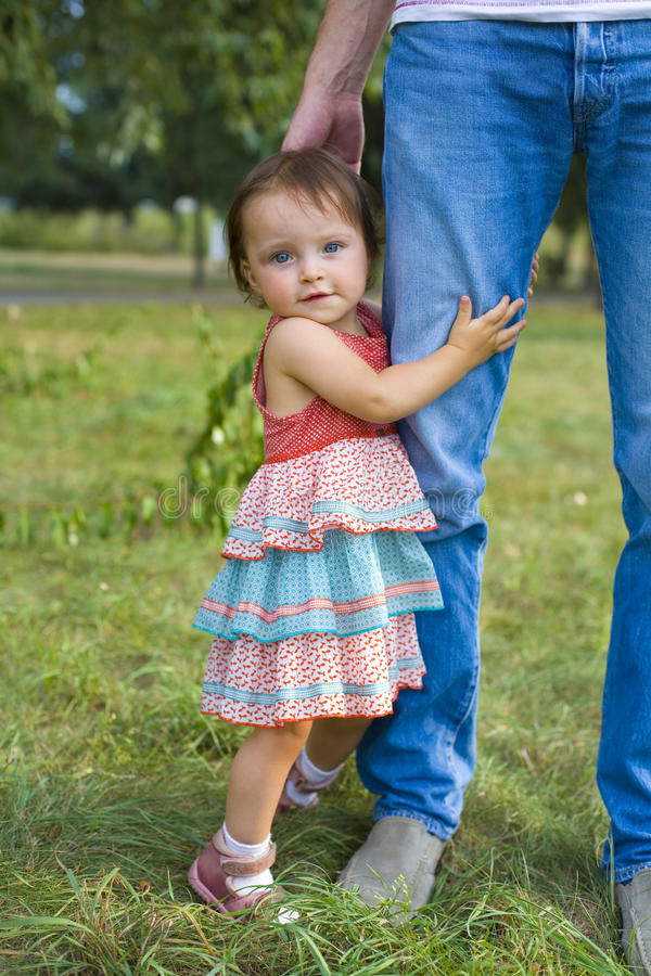 Portret dziewczyna w lato parku troszkę zdjęcie royalty free