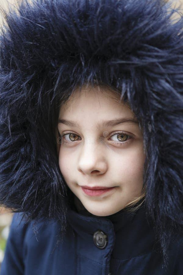 PORTRET dziewczyna Z BŁĘKITNYM kapiszonem obrazy stock