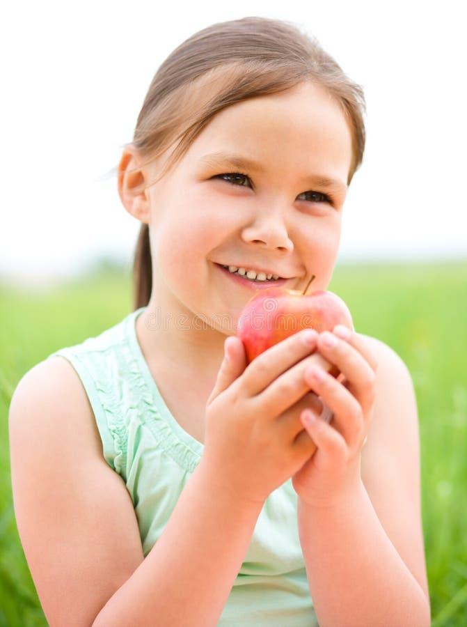 Portret dziewczyna z jabłkiem troszkę fotografia royalty free