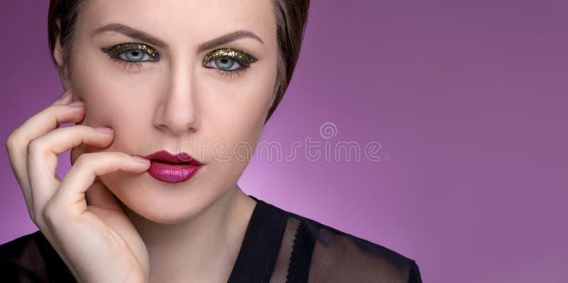 Portret dziewczyna z makijażem na jej twarzy obrazy royalty free
