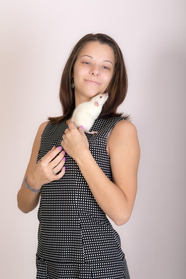 Portret dziewczyny z szczurem obrazy stock