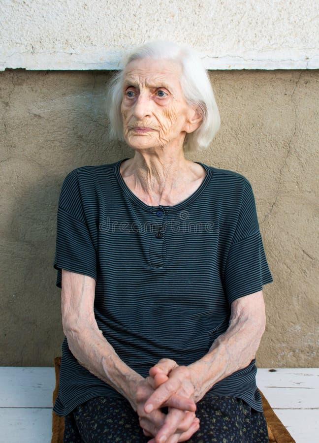 Portret dziewiećdziesiąt lat babci fotografia stock