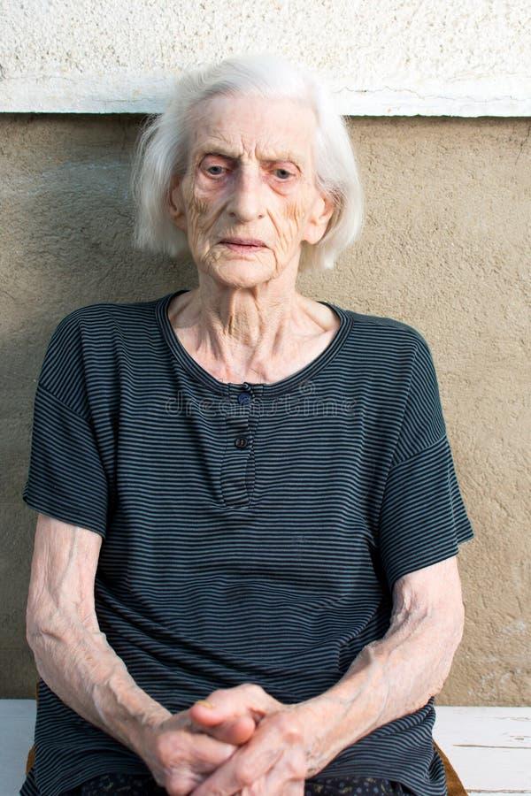 Portret dziewiećdziesiąt lat babci obrazy royalty free