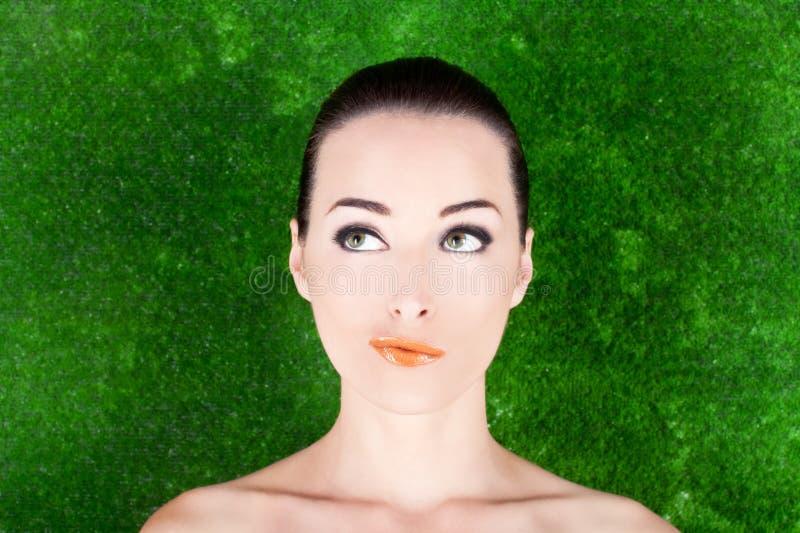 Portret ekspresyjna rozważna kobieta obraz royalty free