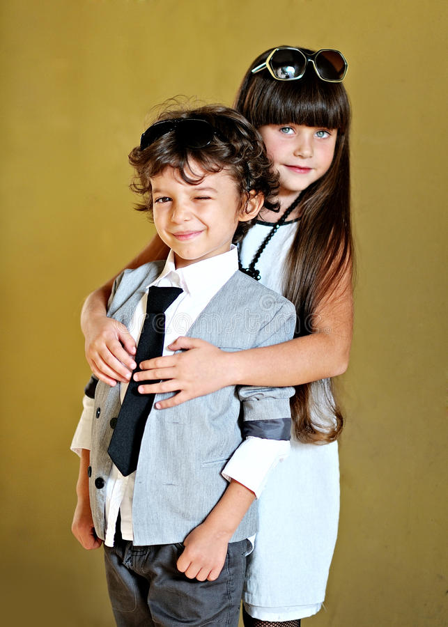 Portret elegancka chłopiec i dziewczyna obrazy stock