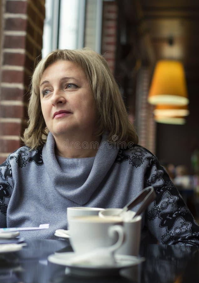 Portret elegancka Dojrzała kobieta obrazy royalty free