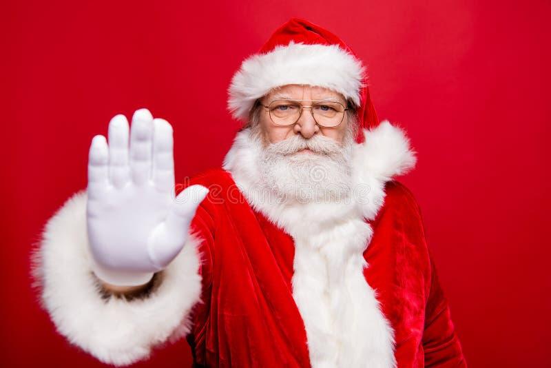 Portret elegancki poważny ufny marszczy brwi dziad Santa fotografia royalty free