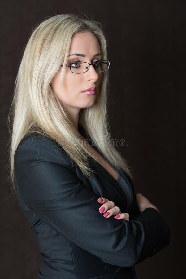 Portret elegancko ubierający młodzi wspaniali blondyny obraz royalty free