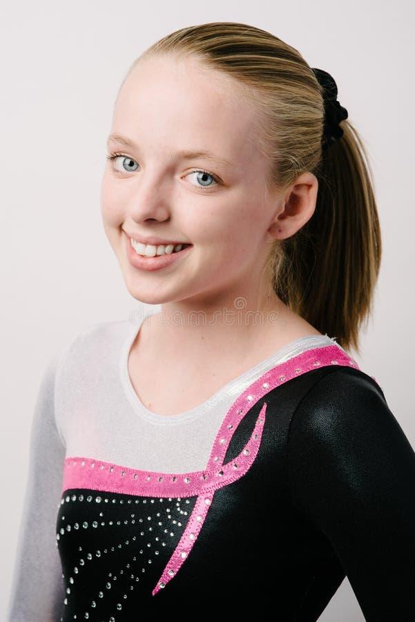 Portret gimnastyczka na białym tle. obraz royalty free