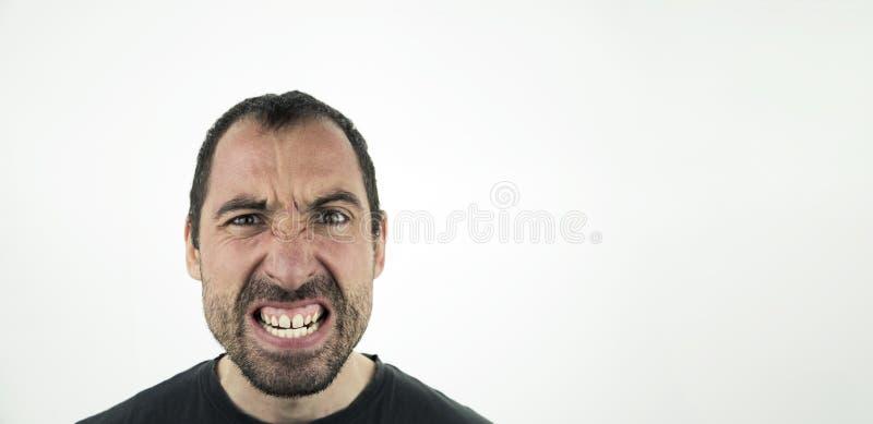 Portret gniewny niepoczytalny mężczyzna odizolowywający na bielu obrazy stock