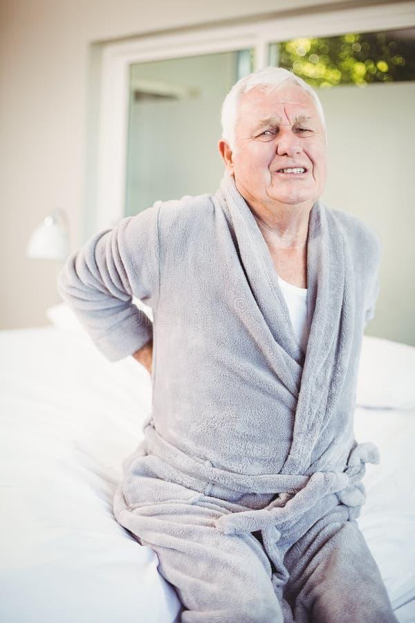 Portret grimacing od bólu pleców mężczyzna obraz stock