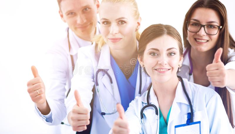 Portret grupa uśmiechnięci szpitalni koledzy stoi wpólnie lekarki zdjęcie stock