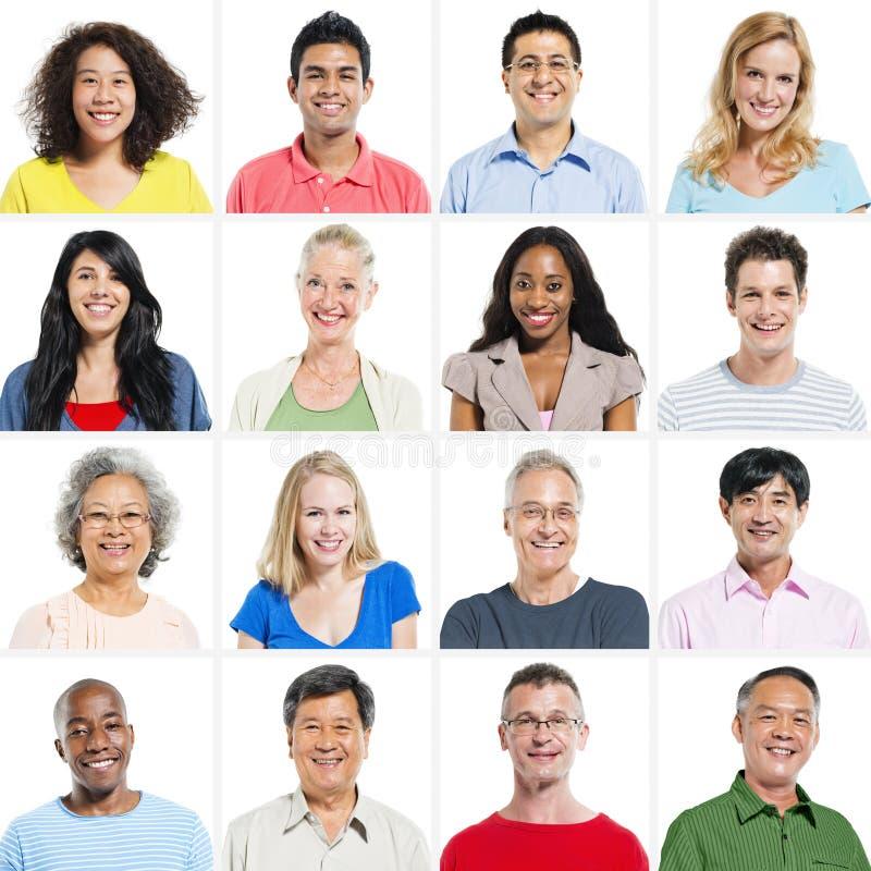 Portret grupa Wieloetniczni ludzie ono Uśmiecha się zdjęcia stock