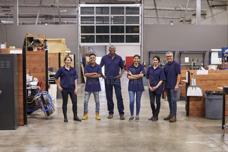 Portret inżyniery I aplikanci W Ruchliwie fabryce obrazy royalty free