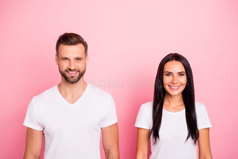 Portret jego on ona ona dwa przyglądająca atrakcyjna urocza powabna śliczna winsome rozochocona radosna osoba odizolowywająca zdjęcie stock