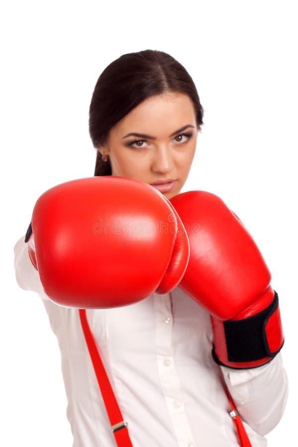 Portret jest ubranym bokserskie rękawiczki biznesowa kobieta zdjęcie stock