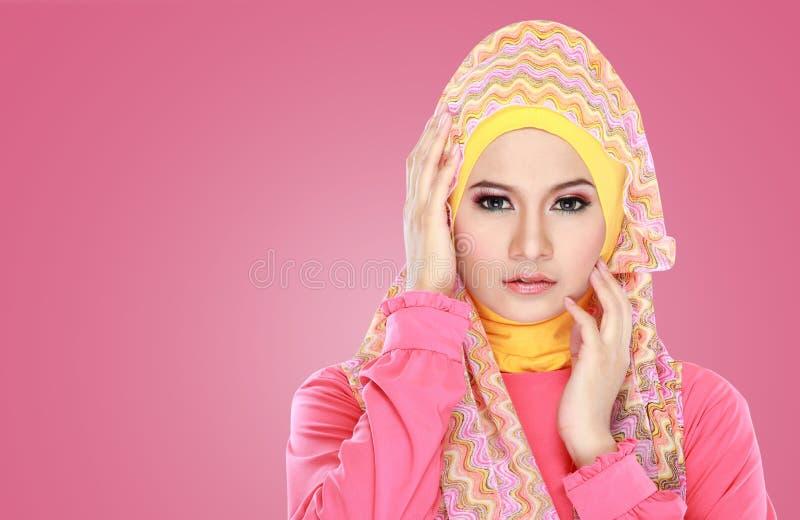 Portret jest ubranym hijab piękna kobieta obrazy stock