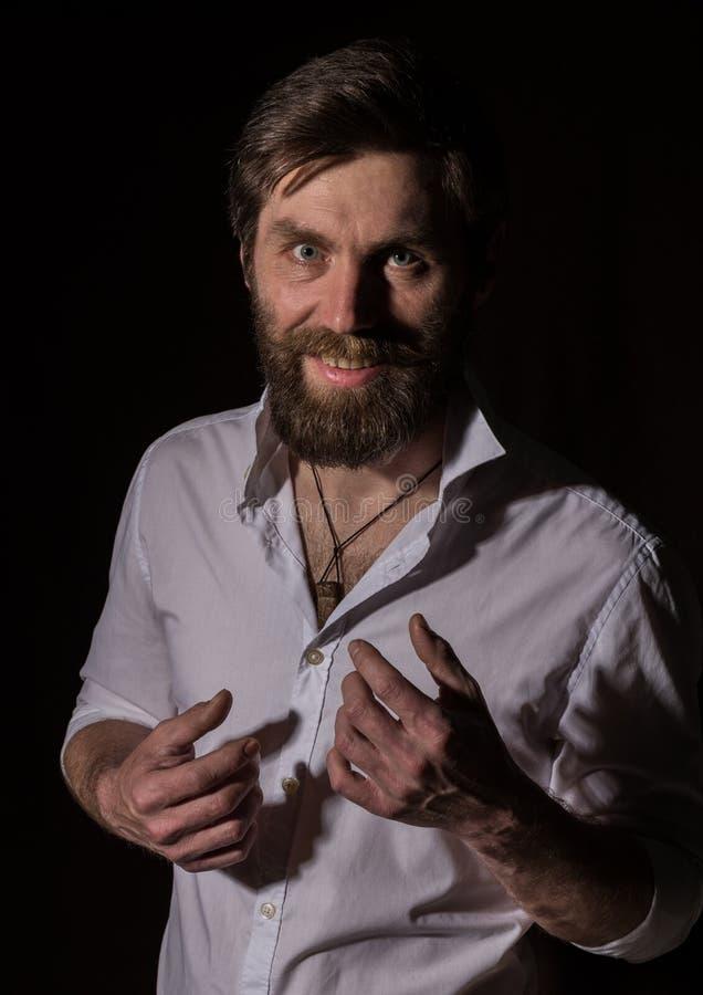 Portret knappe gebaarde mens, sexy kerel op een donkere achtergrond royalty-vrije stock fotografie