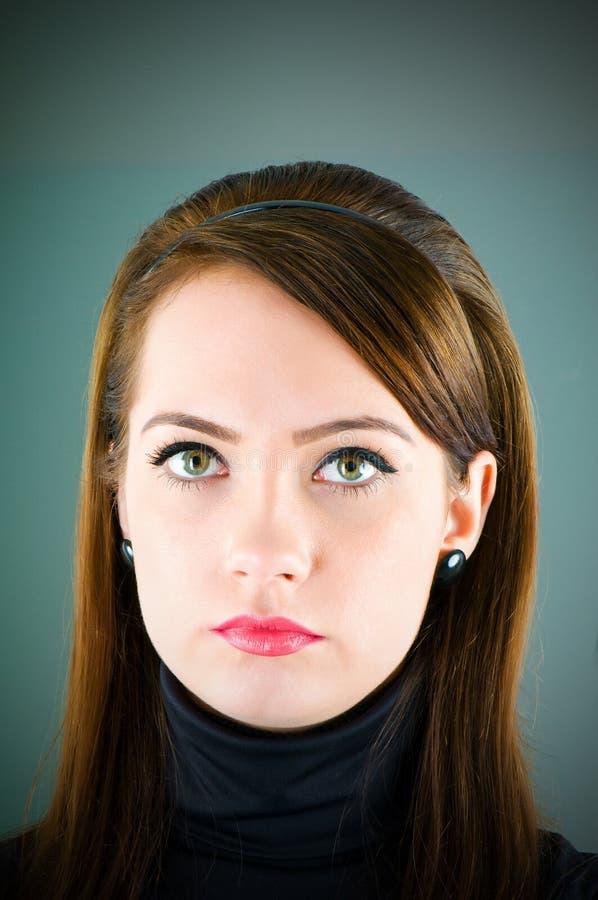 Download Portret kobieta obraz stock. Obraz złożonej z atrakcyjny - 13335893