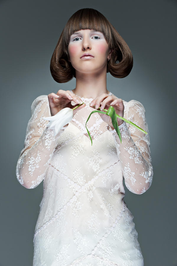 Download Portret Kobieta Elegancka Tulipanowa Obraz Stock - Obraz złożonej z cutie, fryzjer: 13342049