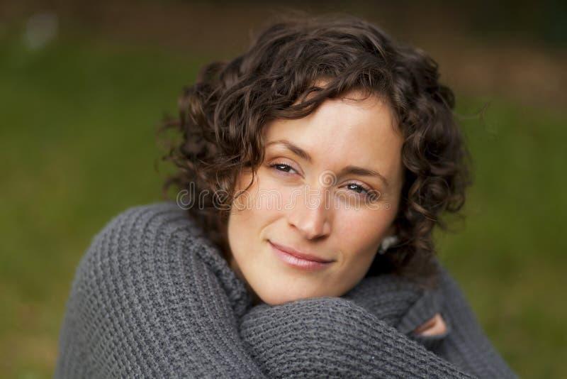 Portret kobieta Gubjąca W myśli zdjęcie stock