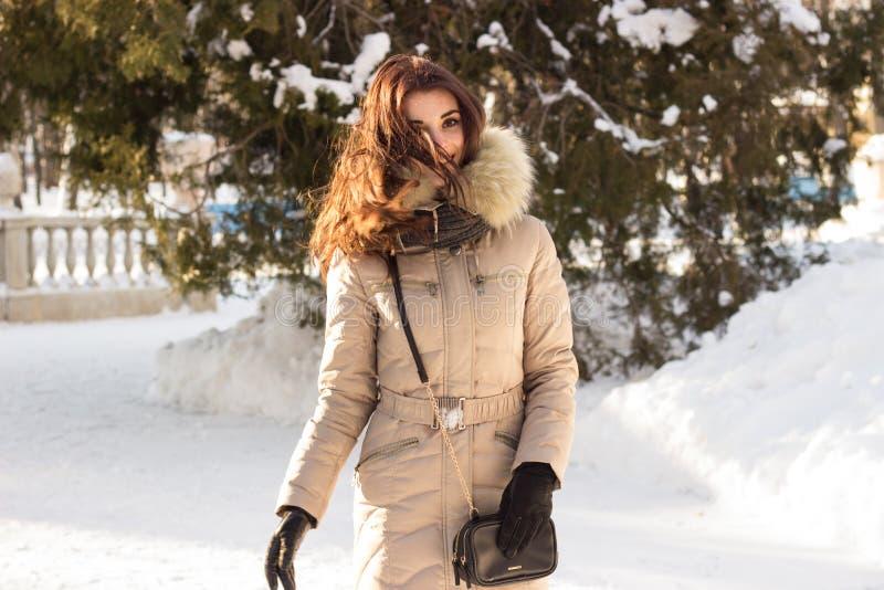 Portret kobieta i zima obrazy royalty free