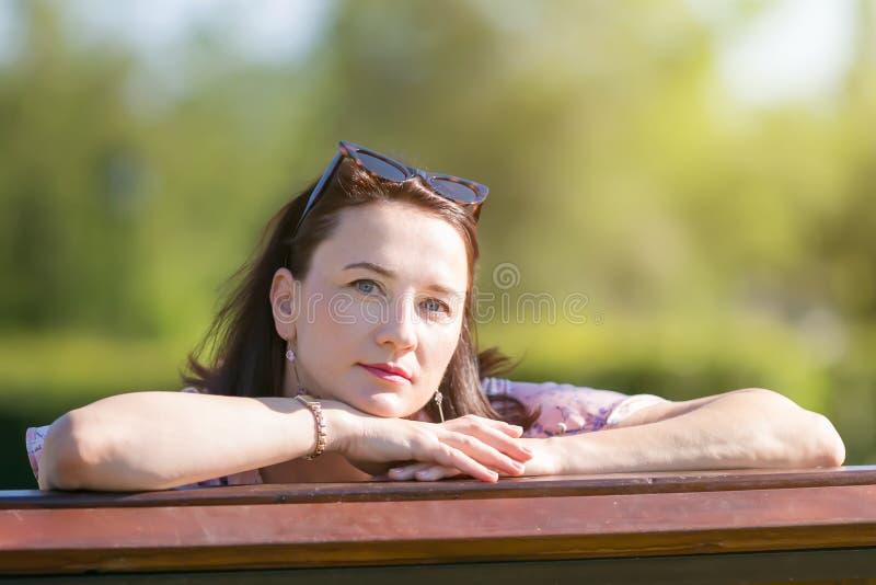 Portret kobieta Kaukaska narodowość obrazy stock
