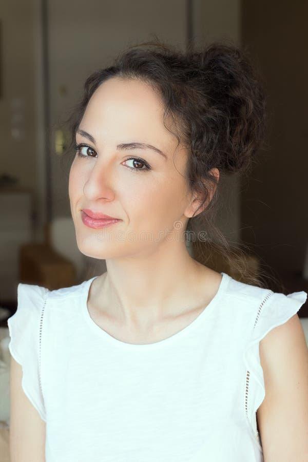 Portret kobiety 31 lat, updo włosy zdjęcia royalty free