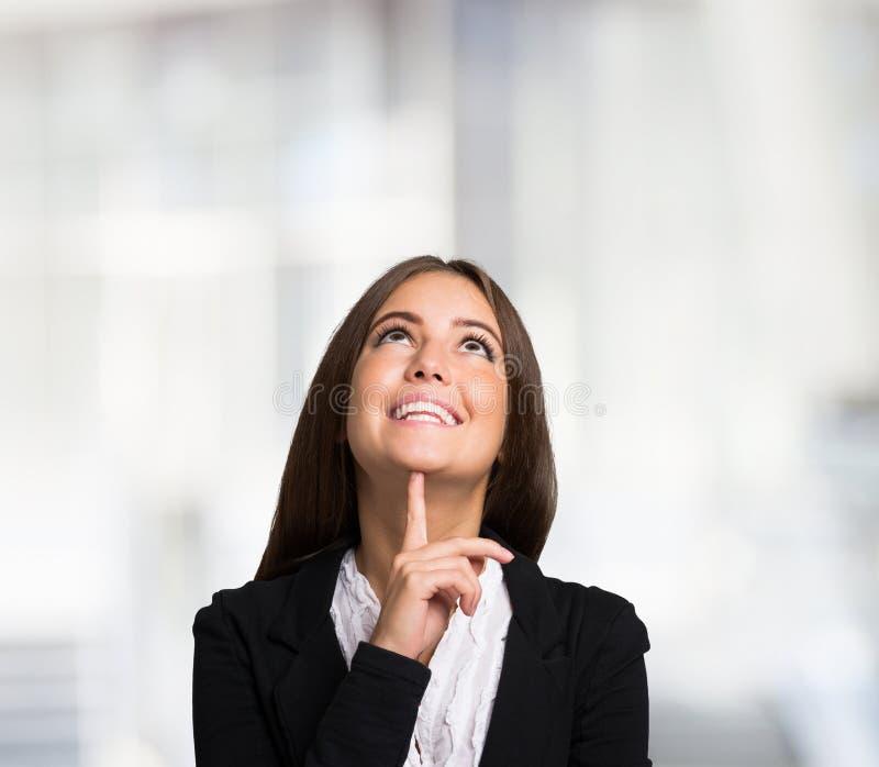 portret kobiety uśmiechnięta Wielka przestrzeń zdjęcie royalty free