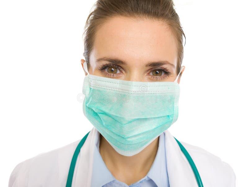 Portret lekarz medycyny kobieta w masce obraz stock