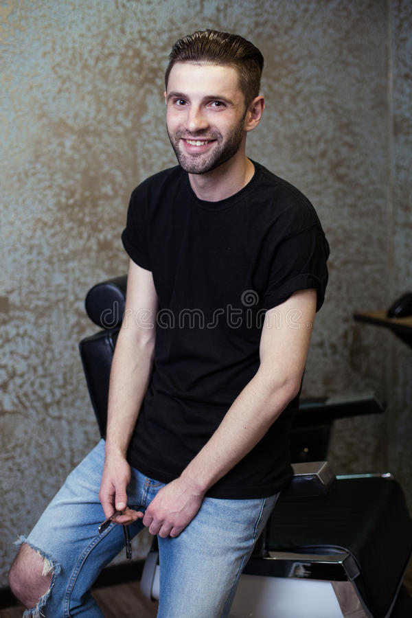 Portret mężczyzna fryzjer męski obrazy royalty free