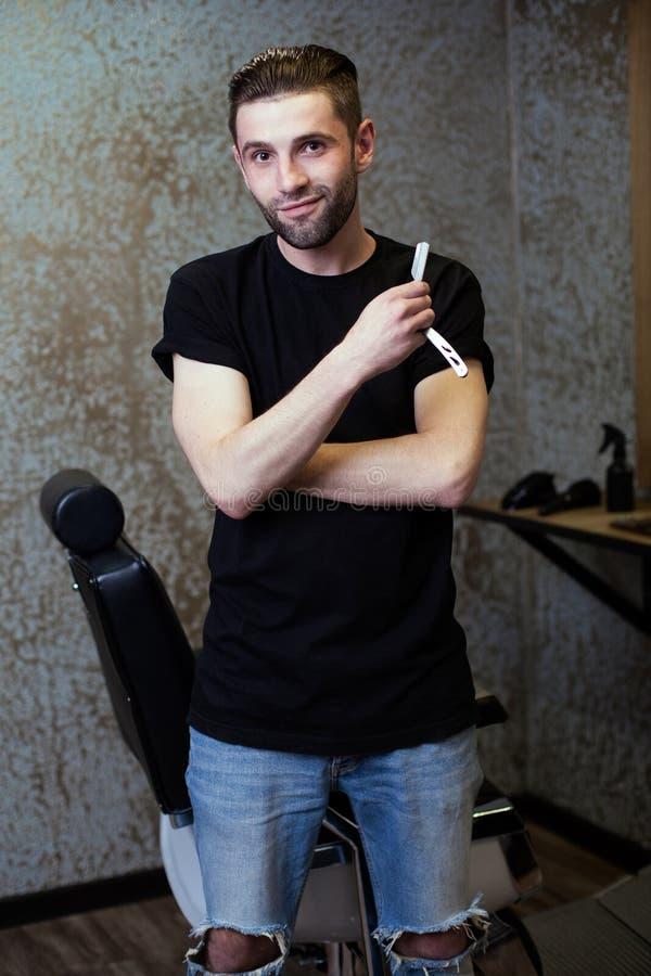 Portret mężczyzna fryzjer męski obraz royalty free