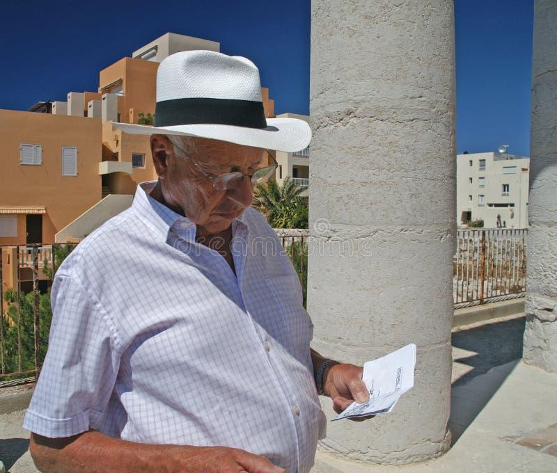 Portret mężczyzna z kapeluszem fotografia royalty free