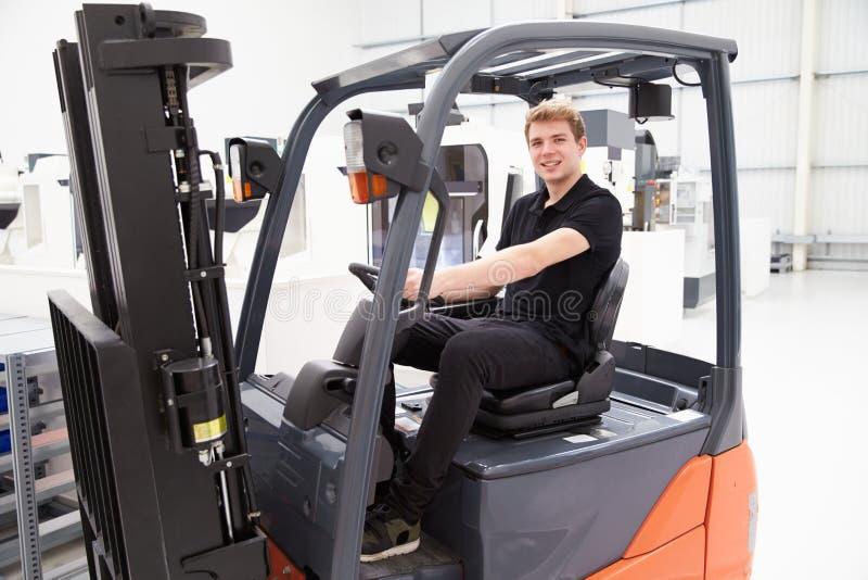 Portret Męski Forklift kierowca ciężarówki W fabryce obraz stock