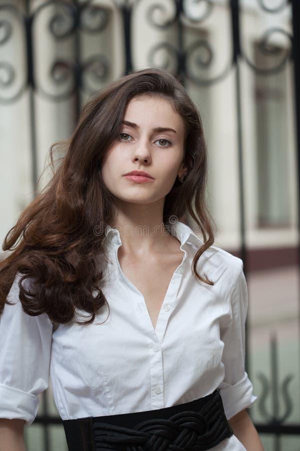 Portret młoda biznesowa kobieta zdjęcia royalty free