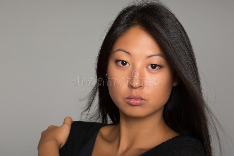 Portret młoda brunetki kobieta obraz stock