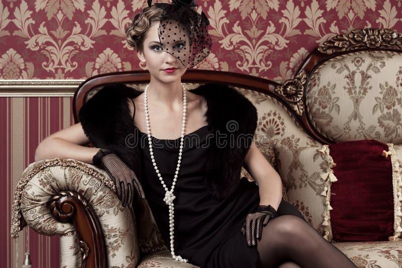 Portret młoda dziewczyna w retro stylu zdjęcia royalty free