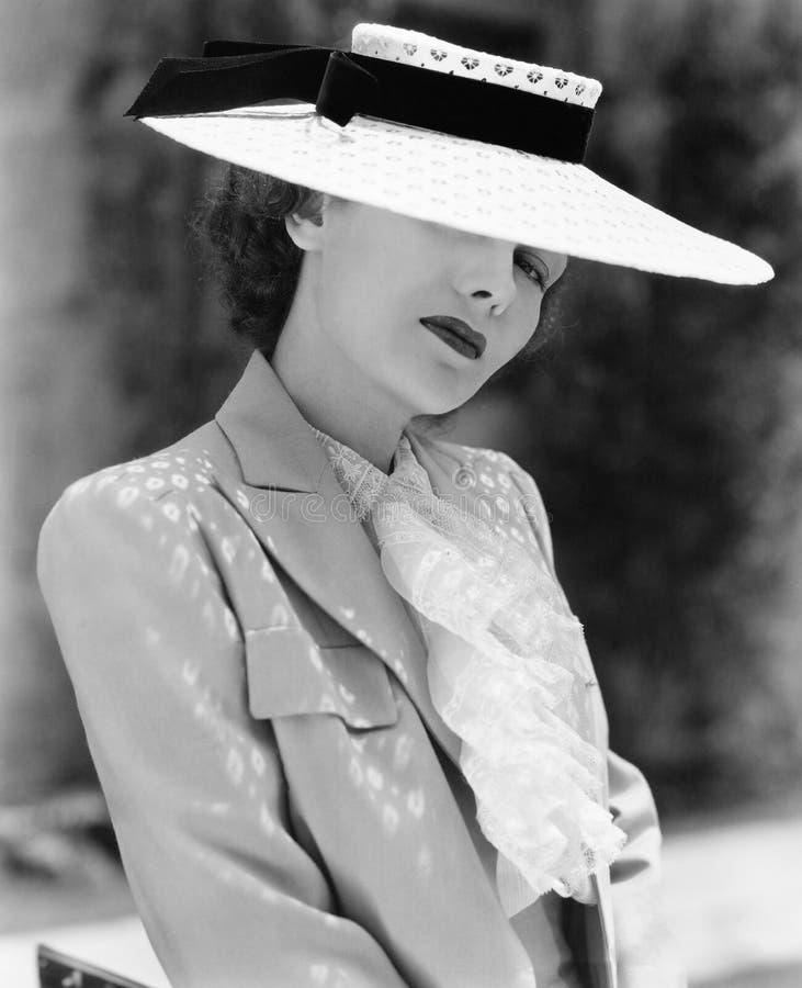 Portret młoda kobieta jest ubranym kapelusz (Wszystkie persons przedstawiający no są długiego utrzymania i żadny nieruchomość ist obrazy royalty free